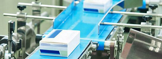 Kundenrefrenz Ebert und Jacobi, Medikamenten-Packung auf Transportband