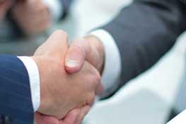Branche: Finanzen & Versicherungen. Kundenreferenz: DZ CompliancePartner